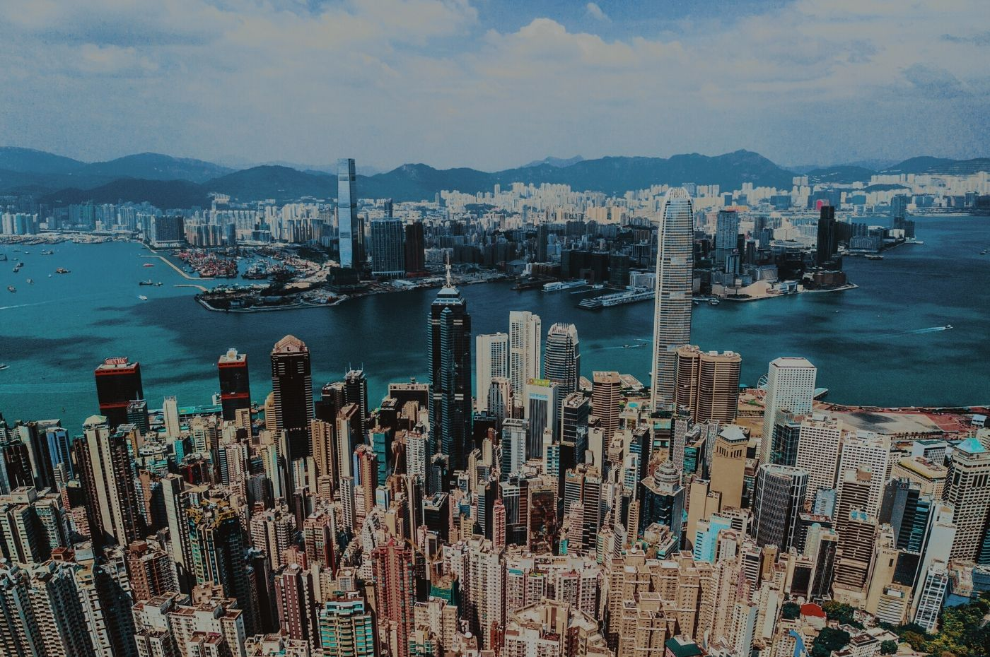 Dependant Visa Holders can work in Hong Kong as long as she/he fulfills the corresponding requirements.