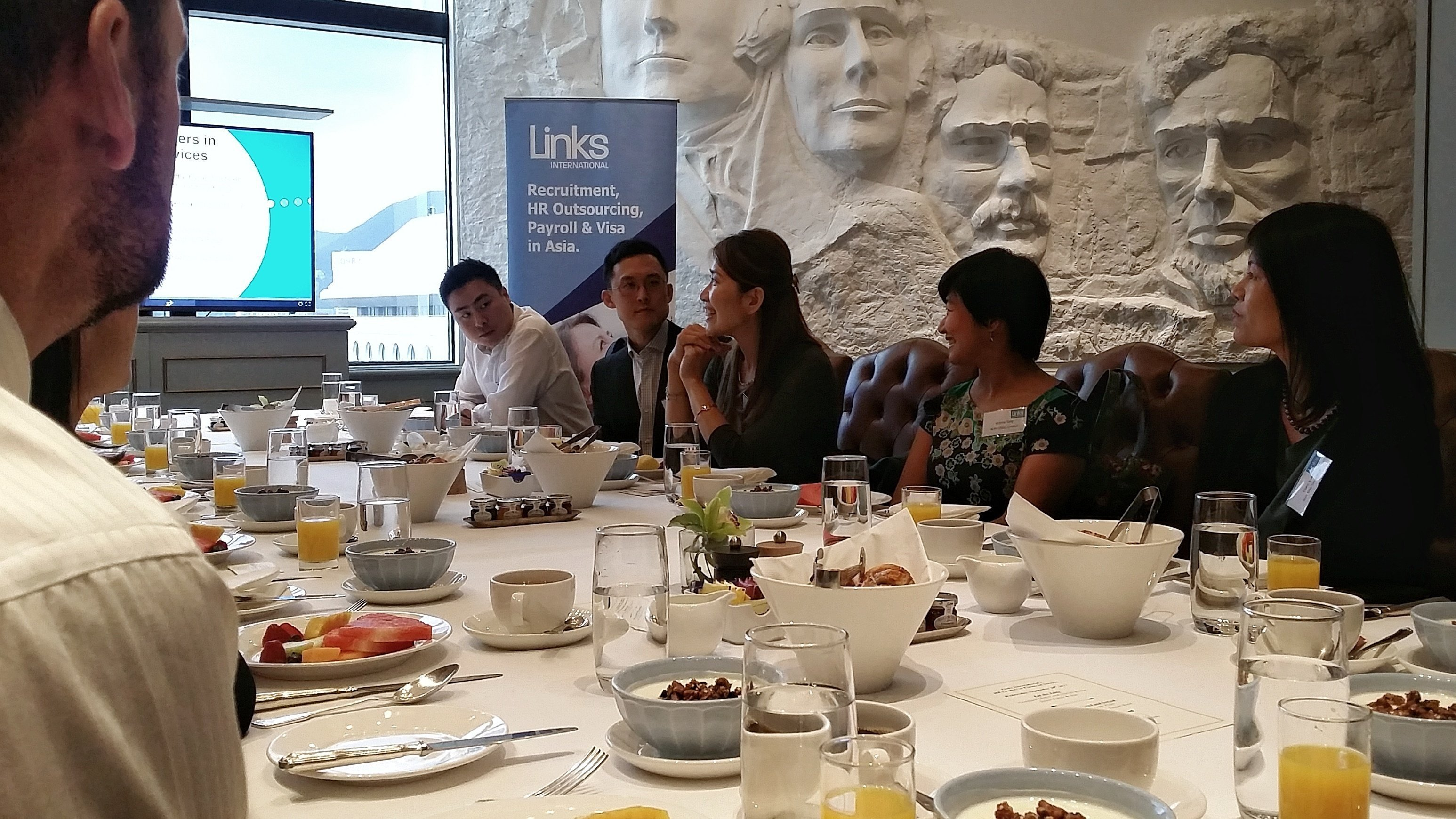 HR_Leaders_Financial_Services_Discuss_Analytics_01.jpeg